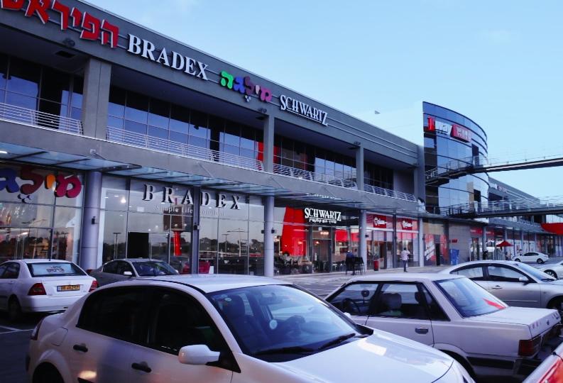 ברדקס סניף חיפה מבט מבחוץ - חזית החנות