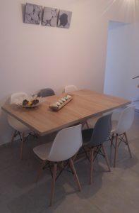 דגנית אזולאי, שולחן AVANT וכסאות URSULA