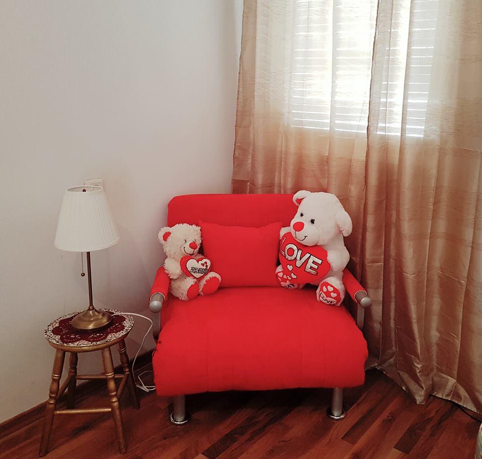 ריקי מחדרה, כורסא נפתחת למיטה TOBI