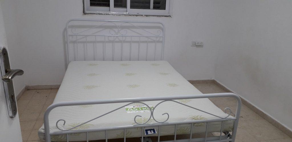 בת אל ממושב צלפון, מיטת מתכת DION