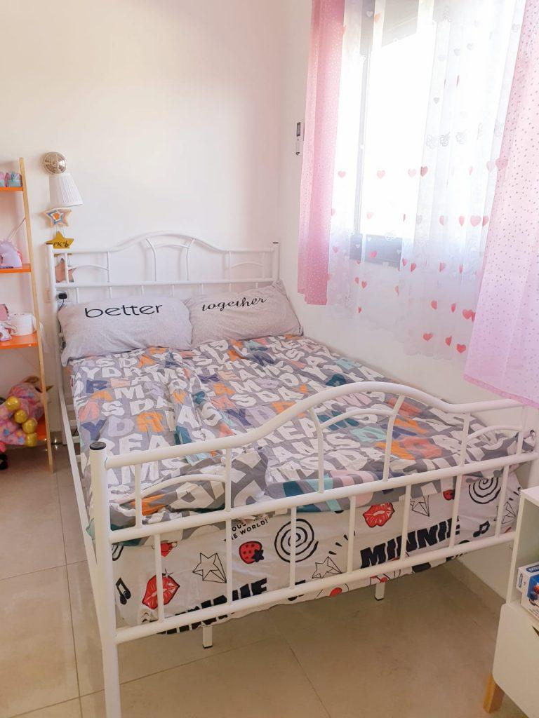 שלומית מקרית טבעון, מיטה ברוחב וחצי DION עם מזרן